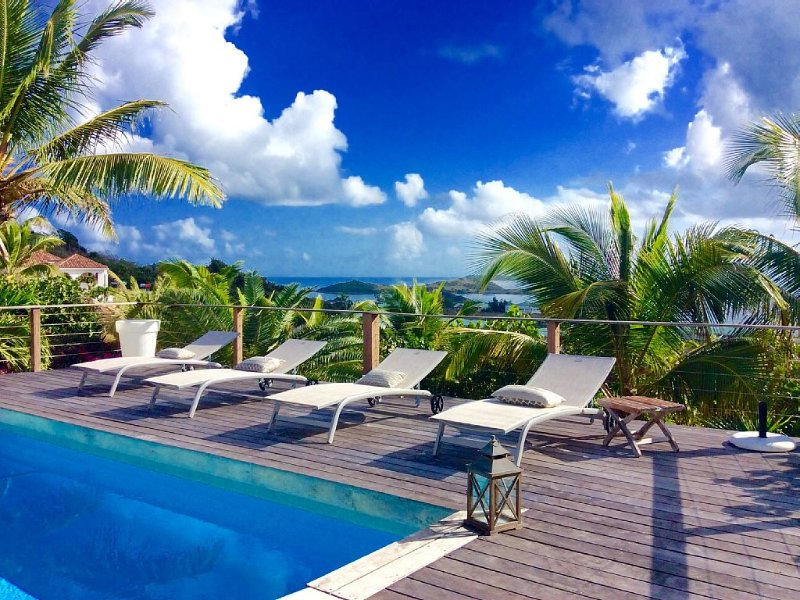 Orient Bay Charming house with amazing view facing Pinel and tintamarre island, vacation rental in Saint-Martin