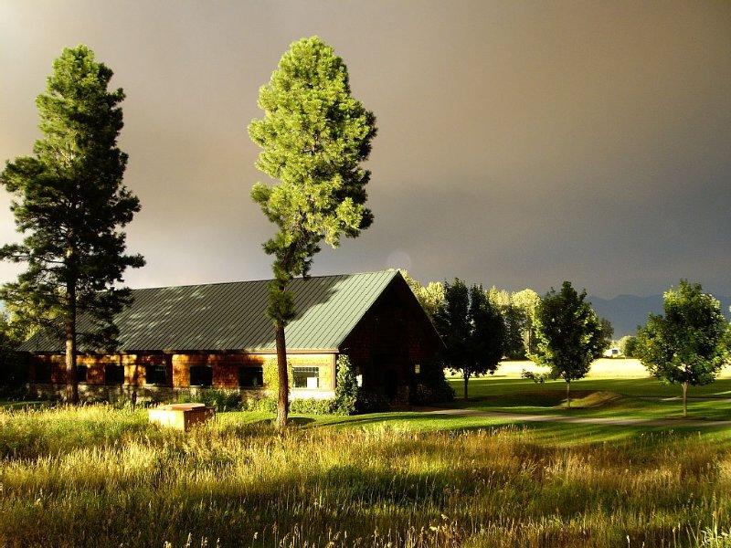 Braidwater Guest Cottage, a Luxury Vacation Rental, aluguéis de temporada em Creston