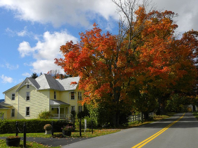 Guest House In Burkes Garden VA At The Appalachian Trail And On Va Bike Trail, holiday rental in Bramwell