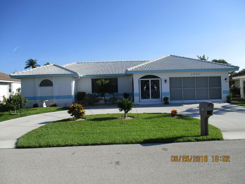 Home Away From Home Waterfront w pool!, casa vacanza a Punta Gorda