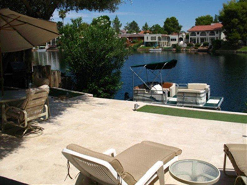Beautiful Tempe Waterfront Villa with Many Extras, alquiler de vacaciones en Tempe