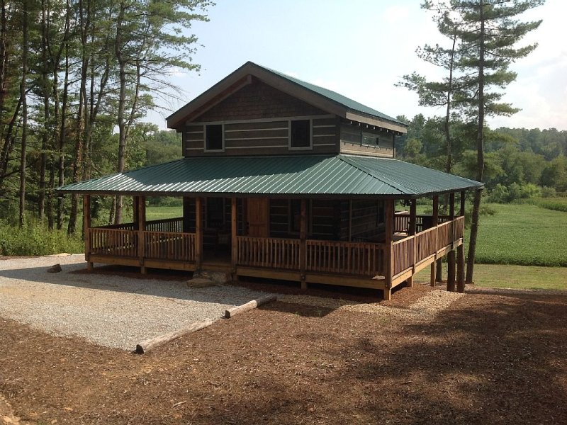 Newly Constructed Custom Cabin Located In North Carolina's Best Kept Secret, Ferienwohnung in Hendersonville