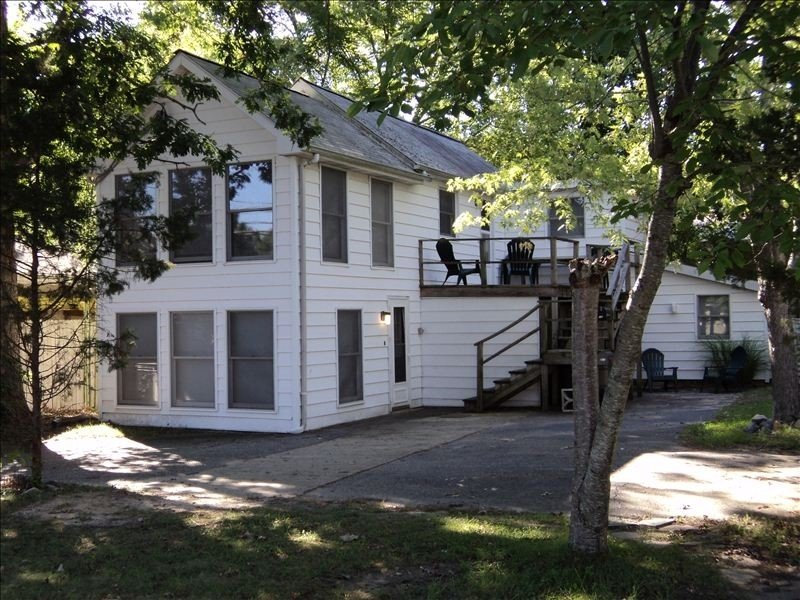 Cozy Rehoboth Beach Flat with Deck in Town of Rehoboth Beach, location de vacances à Rehoboth Beach