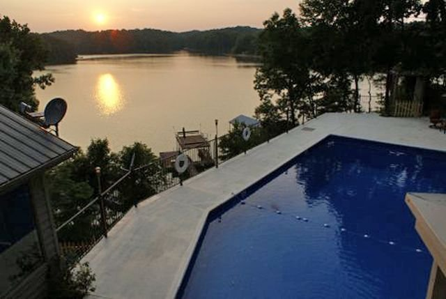 Sunset Summit - Amazing Lake Lanier Views & Amenities, location de vacances à Gillsville