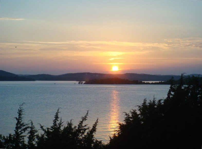 New Fall Rates, Luxury Lakefront Condo, 2 King Beds/2 bath, Beautiful lake view, holiday rental in Hollister