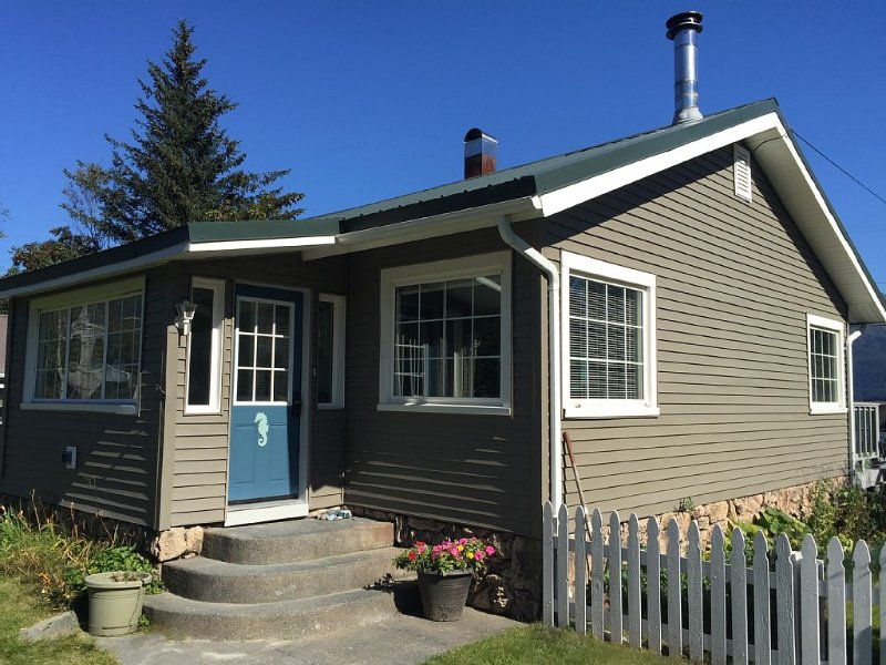 Seahorse Cottage- an Ocean View Family Home, vacation rental in Seward