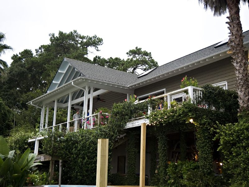 Waterfront Home - With Secluded Private Pool On Beautiful Half Moon River, alquiler de vacaciones en Savannah