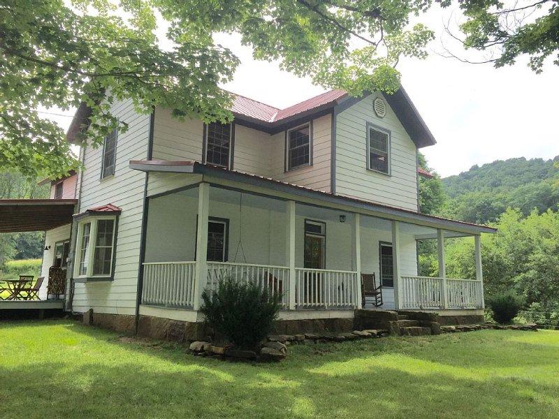 Grassy Meadows Estate located on 125 acres in the Appalachian Mountains, aluguéis de temporada em Rainelle