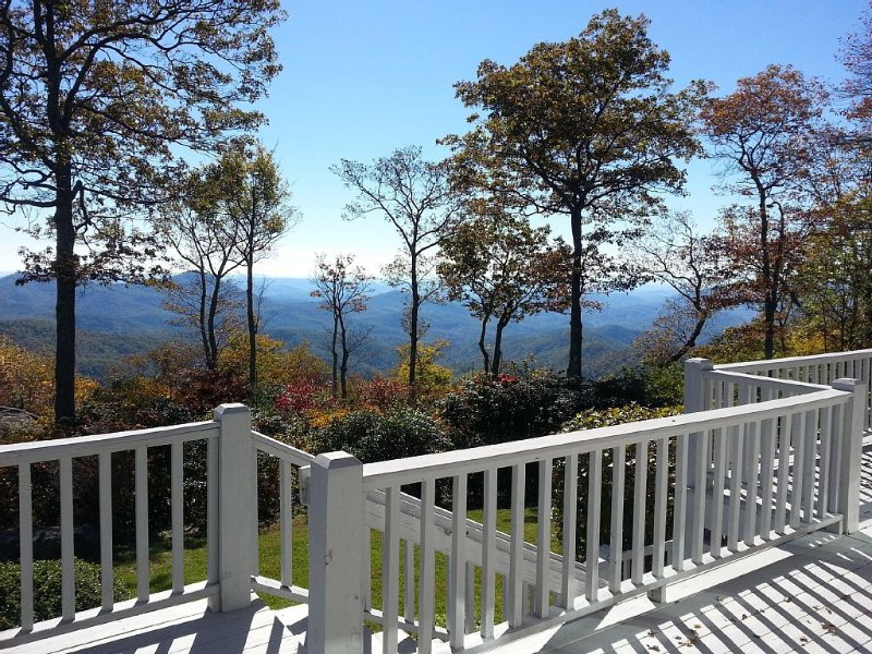 Private With An Incredible View Of Linville Gorge!, alquiler de vacaciones en Blowing Rock