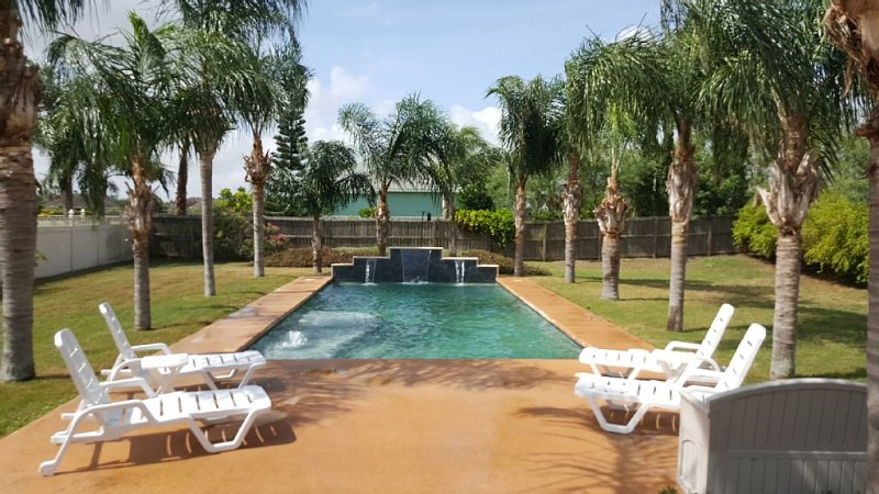 Beautiful SPI Golf Course Home with Private Pool and all of the Amenities, vacation rental in Laguna Vista