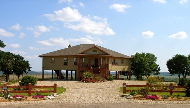 Hot Tub, Large Covered Deck, Spectacular View from Every Room!, holiday rental in Whitney