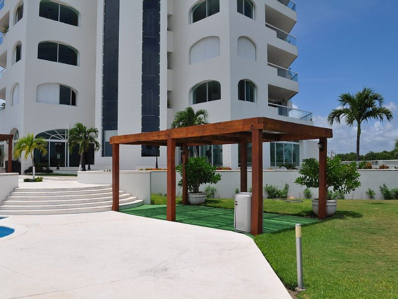 Luxury Palace in Cancun. 14,000 sq ft! Largest Penthouse in the Caribbean., vacation rental in Playa Mujeres