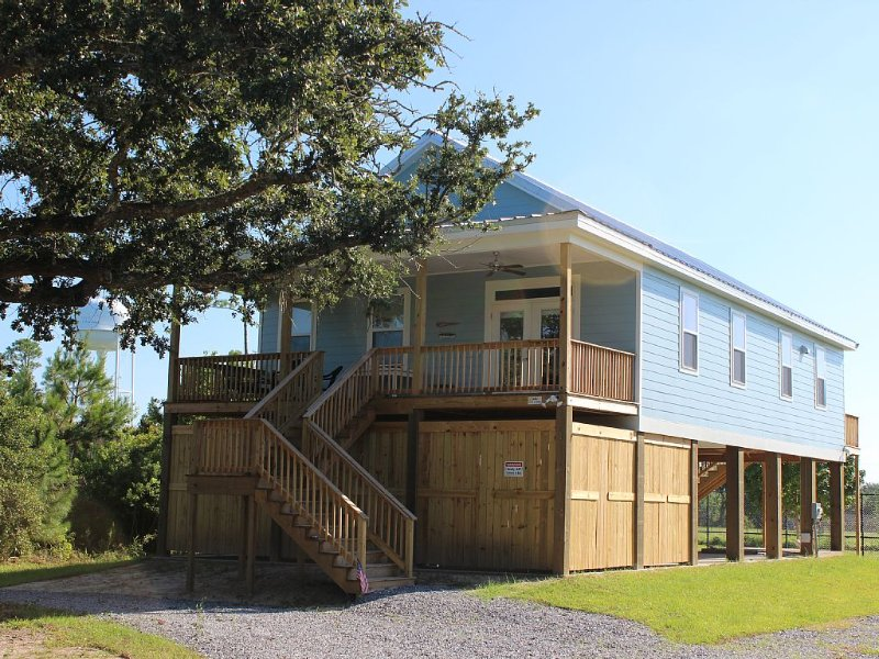 Walk to the Beach! New Home In The Pass is close to everything., holiday rental in Pass Christian