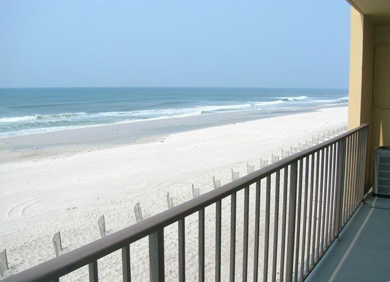 Beachfront - 2 bedrooms for price of one!, holiday rental in Perdido Key
