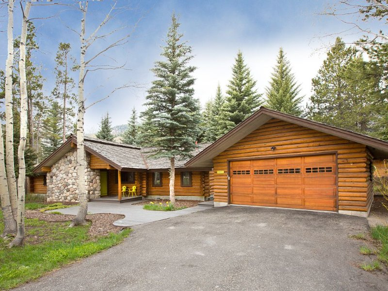 Updated log home. Close to ski mountain, downtown Jackson and National Parks., alquiler de vacaciones en Wilson