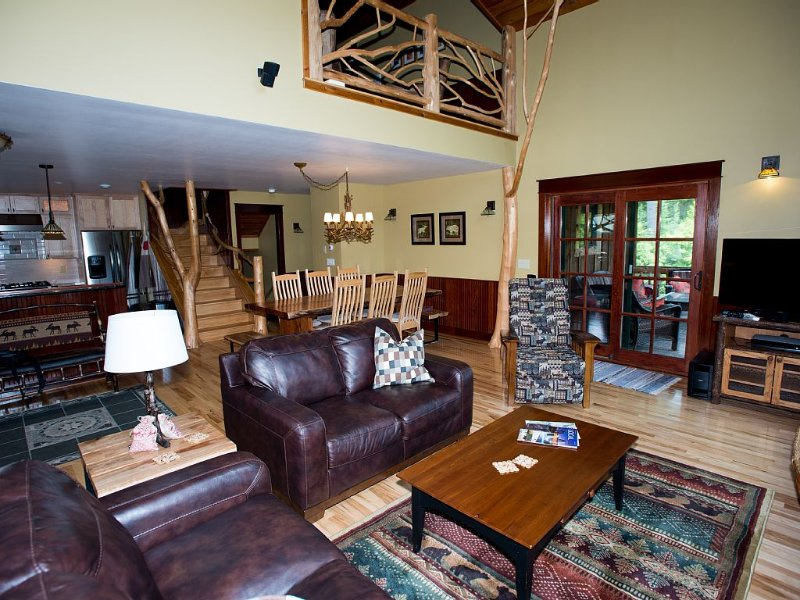 Spacious townhouse in Lake Placid with all amenities + 3 in-suite bathrooms, alquiler de vacaciones en Lake Placid