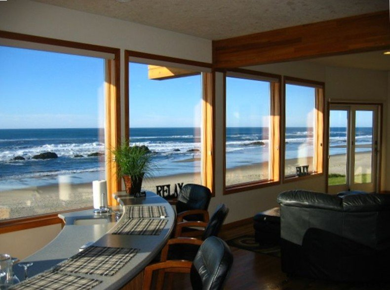 Spectacular Oceanfront Luxury Home!, holiday rental in Lincoln City