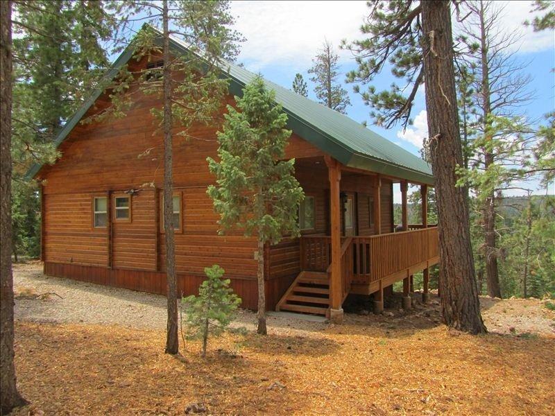 New Fire Pit! Cedar Haven Cabin - Between Bryce and Zion, casa vacanza a Duck Creek Village