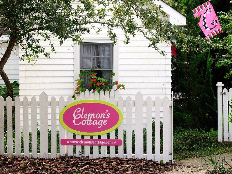 awww sweet clemons cottage  come for a visit
