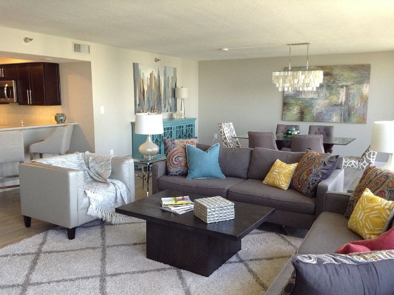 Renovated Luxury Unit Downtown Sarasota with Amazing Water Views, holiday rental in Sarasota
