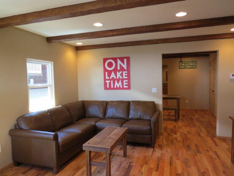 Cozy Cabin Feel, Fully Renovated, Near Marina/Lake, Store, Restaurant, Trails, alquiler de vacaciones en Trinity Center
