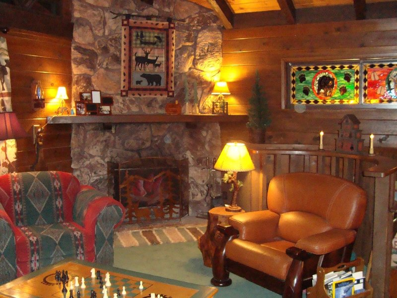 Rocky Top Lodge ~  A One-of-a-Kind Cabin in the Pines ~ Pet Friendly, vacation rental in Frazier Park