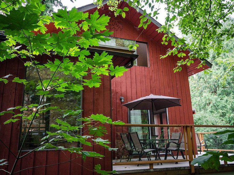 Experience beautiful Goldstream Park from within..., alquiler de vacaciones en Victoria