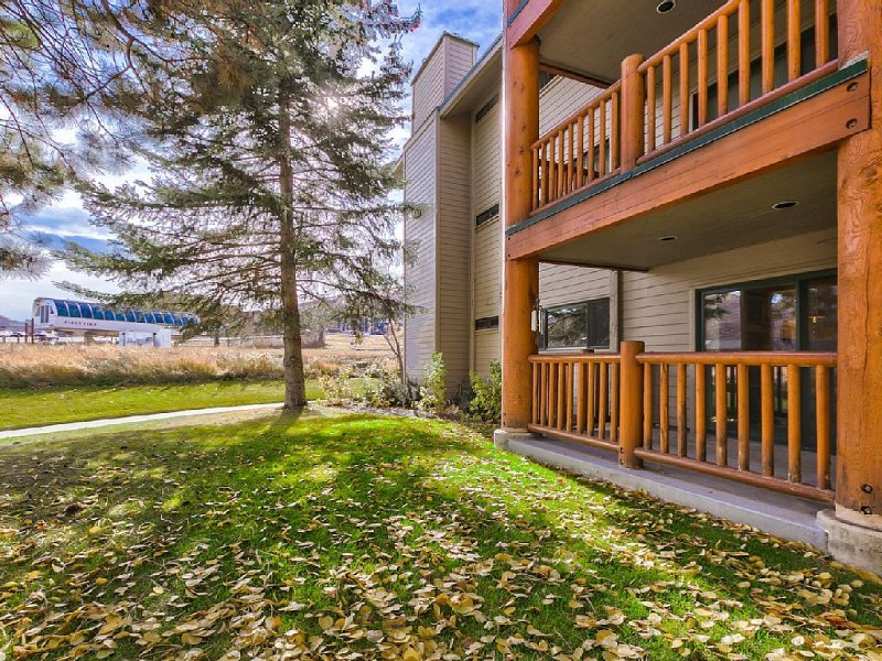 SKI IN/SKI OUT Deluxe Slopeside Condo, holiday rental in Park City
