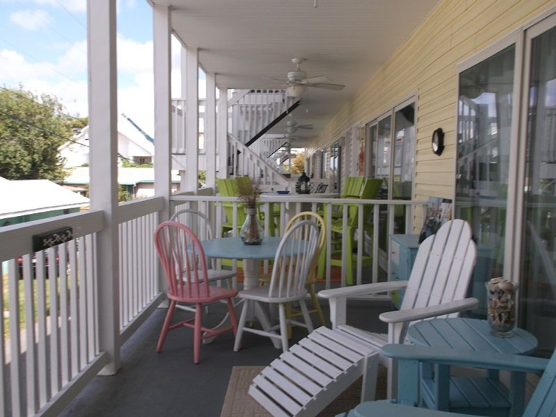 Beautiful Newly Listed 2 Bed Condo! 200 Steps From The Beach! Truly Amazing!, holiday rental in Tybee Island