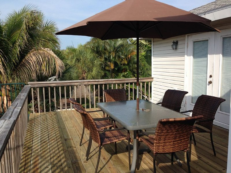 Steps from Beach or Bay, holiday rental in Longboat Key