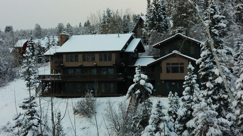 Coveted large home, ski-in ski-out location, alquiler de vacaciones en Steamboat Springs