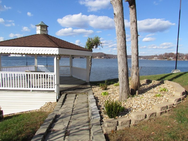 $90-210 This Condo has the most amazing view of channel, vacation rental in Lake Ozark