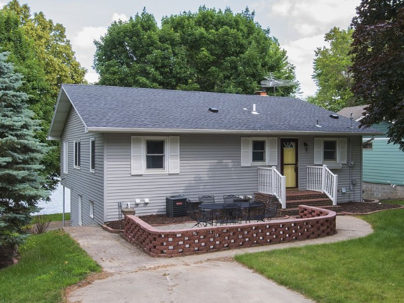House On Ramsey Lake W/ 100' Ft Of Shoreline, vacation rental in Buffalo