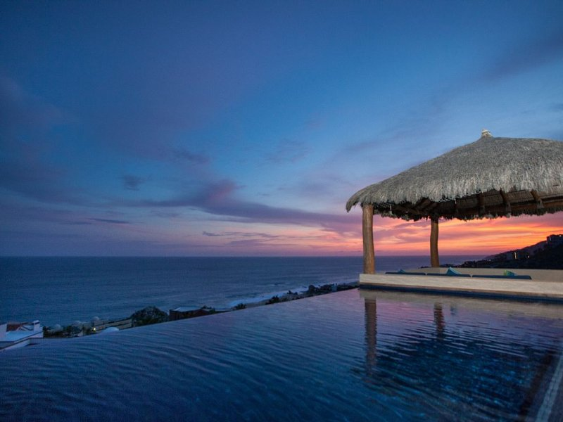 Pedregal Villa - Close to Downtown with Stunning Pacific Ocean views, location de vacances à Cabo San Lucas