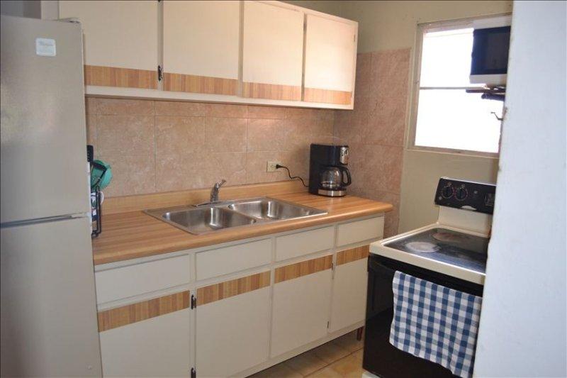 Apartamento en el segundo piso: cocina totalmente equipada en callejón