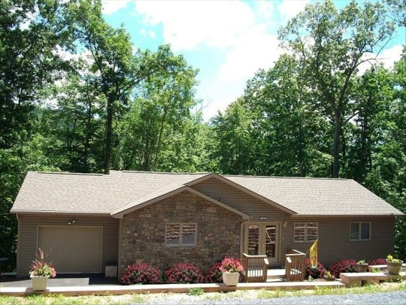 Spectacular home located within Massanutten Resort.  Very spacious !!, holiday rental in Dayton