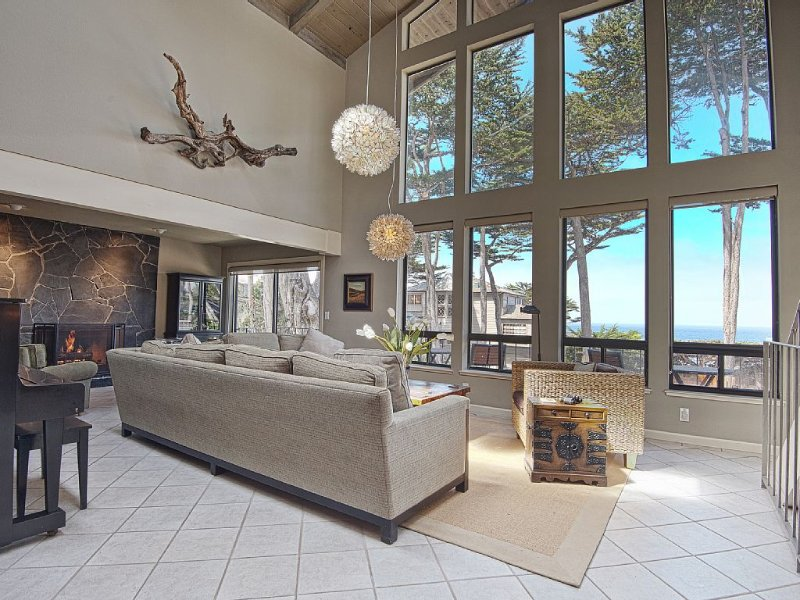 Carmel Point Beach House, Ocean & Sunset Views - Dog Friendly!, location de vacances à Monterey County