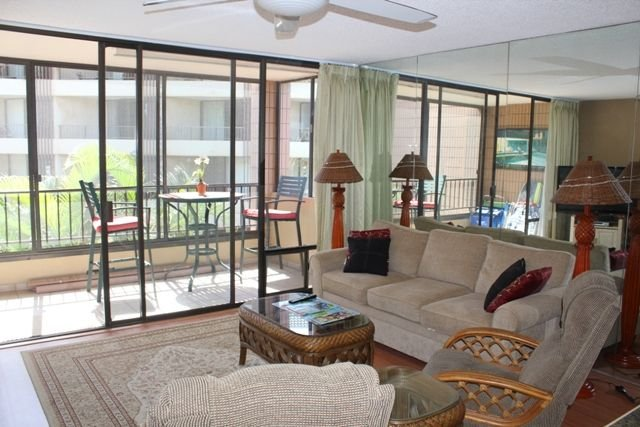 Fall & Winter Special Rates on now!! Spacious Oceanfront One Bedroom Condo, Ferienwohnung in Wailuku