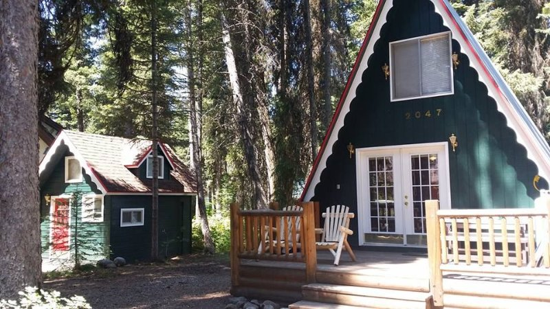 Huckleberry Hideaway: Comfortable Adventure, Just Steps Away From Payette Lake, location de vacances à McCall