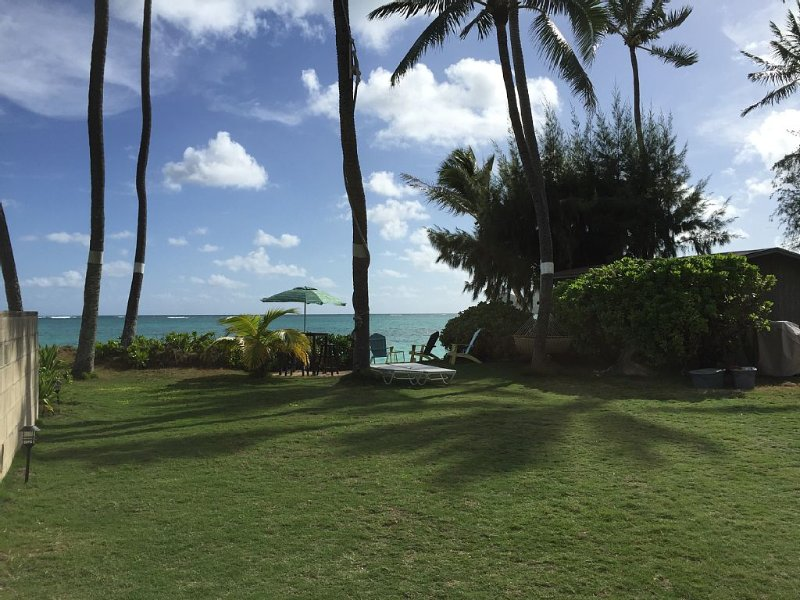Barefoot living on Lanikai Beach -- BEACHFRONT!, holiday rental in Waimanalo
