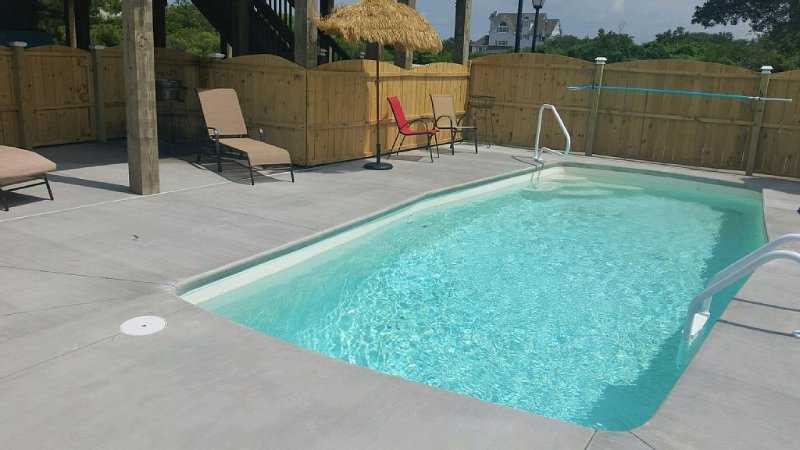 pool and gathering area