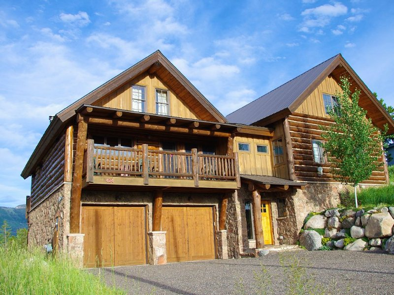 Rustic Chic: Designer Home located in Downtown Steamboat Springs, WOW!, holiday rental in Clark