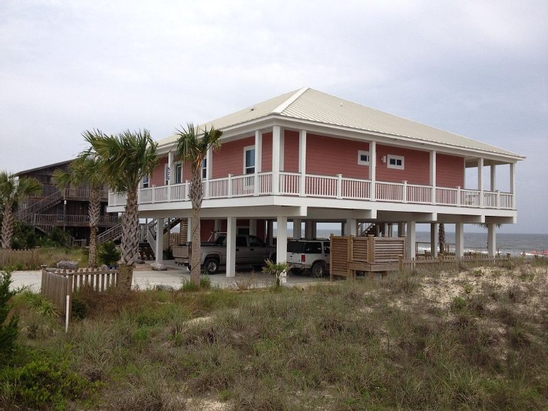 Island Princess, Beach Front with pool. Maximum Occupancy 8, location de vacances à Eastpoint