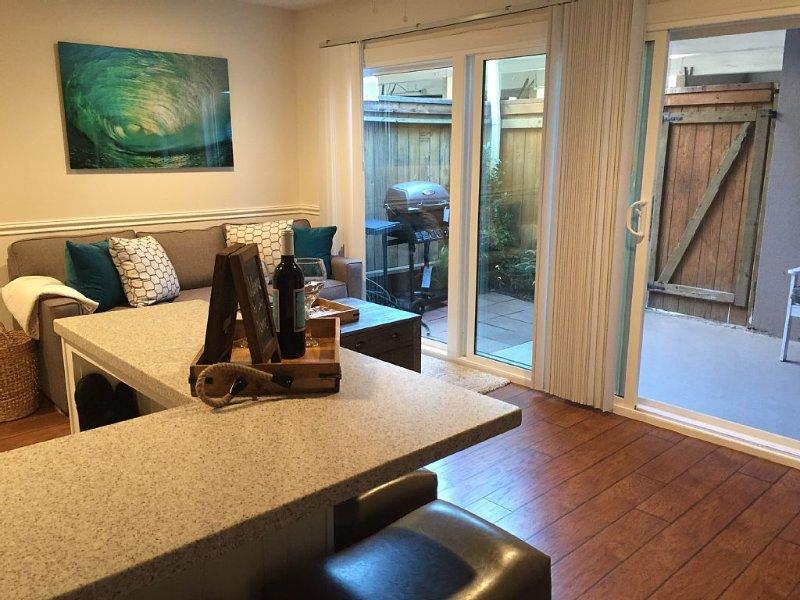 1st floor, ocean breezes, walk 2 beach!  Family friendly, & A/C efftv 3-12-17!, holiday rental in Huntington Beach