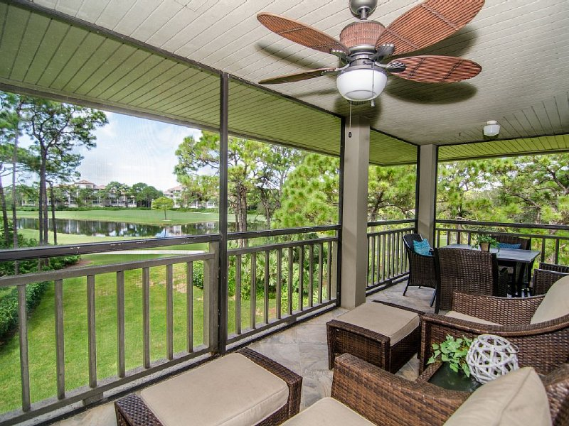 Beautiful Corner Unit, great views from private lanai & access to Private Beach, vacation rental in Bonita Springs
