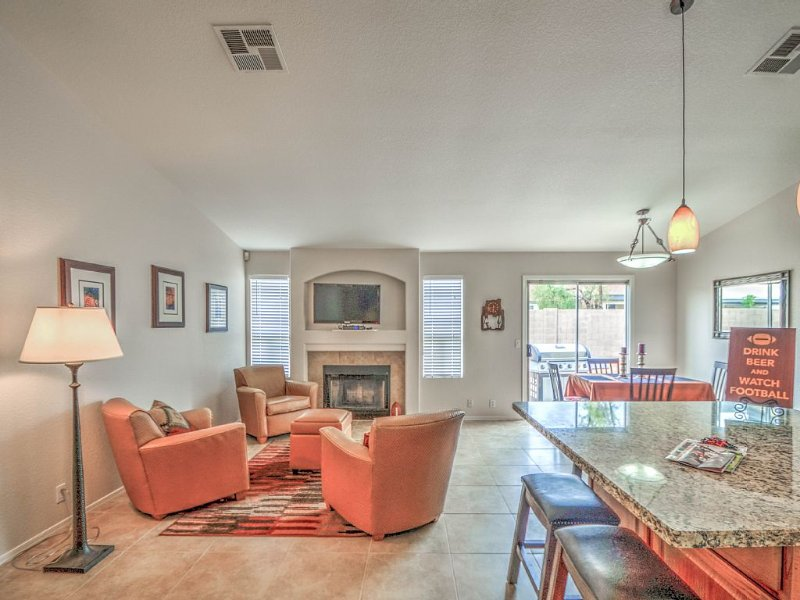 ALL INCLUSIVE * ALL REASONABLE OFFERS CONSIDERED, vacation rental in Glendale