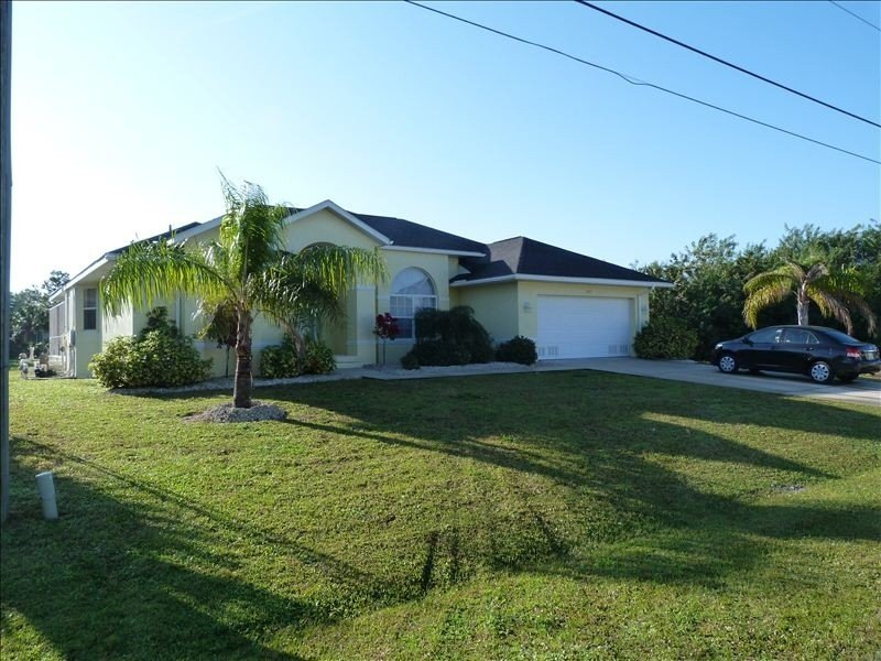Luxury Spacious Villa on Beautiful Canal, vacation rental in Port Charlotte