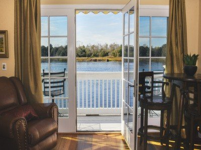 Luxurious 2nd Floor 1 Bedroom Condo Overlooks Cape Fear River, vacation rental in Wilmington