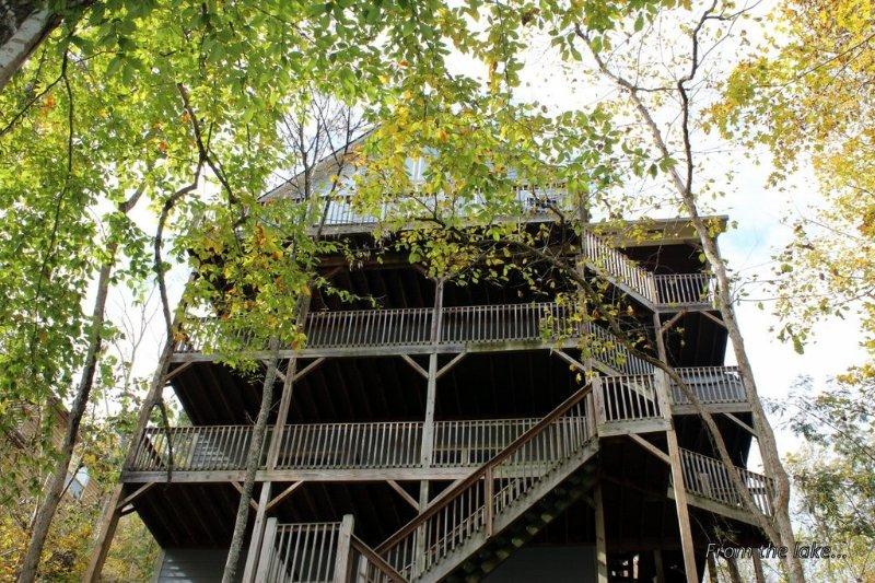 Beautiful 6 Br/4 Ba Lakefront- Flat Hollow- Private Dock, alquiler de vacaciones en Sharps Chapel