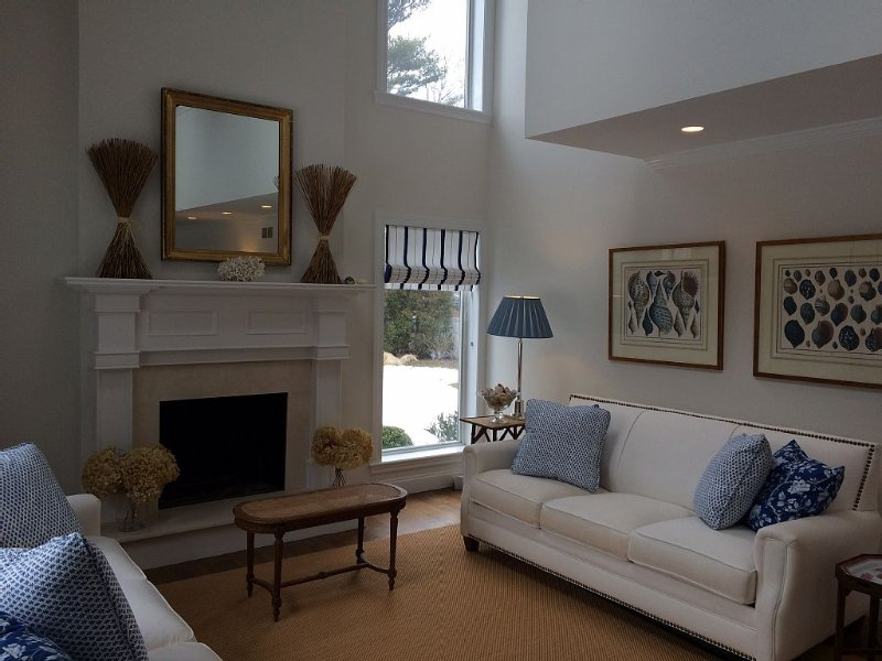 Luxury 4 Bdrm Home. Heated Pool. Close To Beach & Town., holiday rental in Westhampton